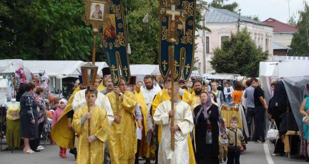 Крестный ход в Чаплыгине в день 1025-летия крещения Руси