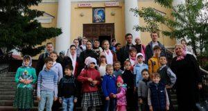 Подведение итогов учебного года воскресной школы Знаменского монастыря