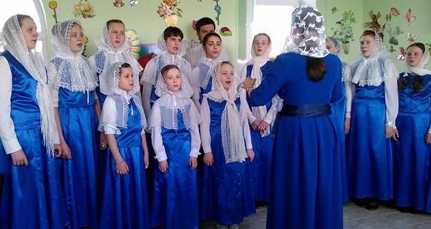 По благословению игумении Антонии (Поликаровой) в воскресной школе Знаменского женского монастыря 2 мая 2016 года состоялся пасхальный утренник «Христос воскресе».