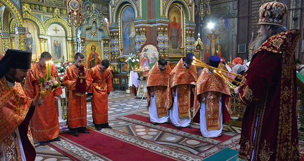 В Светлый Вторник епископ Максим совершил Божественную литургию в Вознесенском соборе