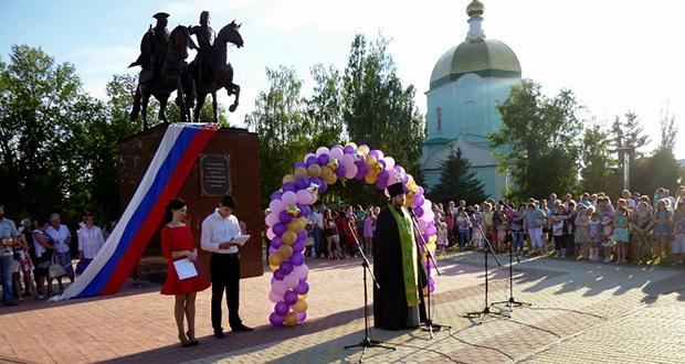 Благочинный Чаплыгинского церковного округа благословил выпускников школ