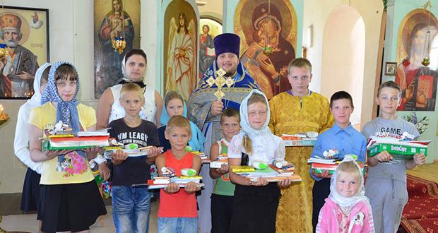 В с. Волотово прошла благотворительная акция «Соберем детей в школу»