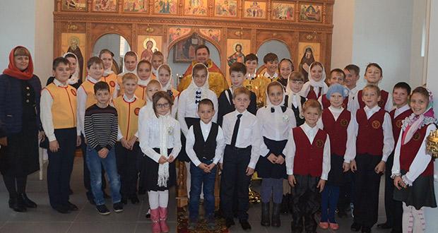 Воспитанники воскресных школ Лебедянского благочиния – участники Божественной литургии в храме преп. Силуана Афонского