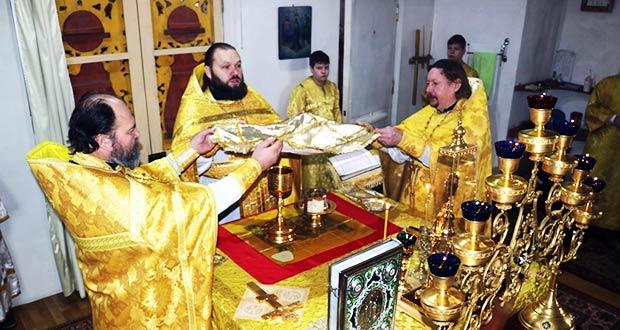 Первая в учебном году Божественная литургия с участием детей