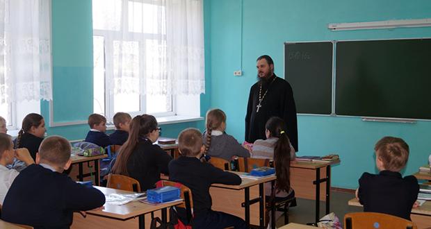 В Становое школьники приобщаются к церковно-историческому наследию XX века