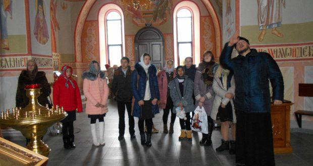 Школьники и учителя с. Гагарино посетили храм в с. Кузовлево