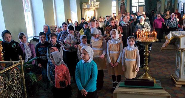 В Лев-Толстовском благочинии состоялась совместная литургия детей воскресных школ района