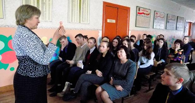 """Сотрудники ЦЗМ """"Колыбель"""" встретились со старшеклассниками"""