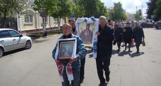 В Чаплыгине прошли соборное богослужение, молебен и крестный ход, приуроченные ко дню празднования иконы Божией Матери «Неупиваемая чаша»