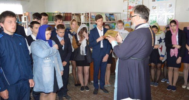 В школе с. Кривополянье отслужили традиционный молебен перед экзаменом