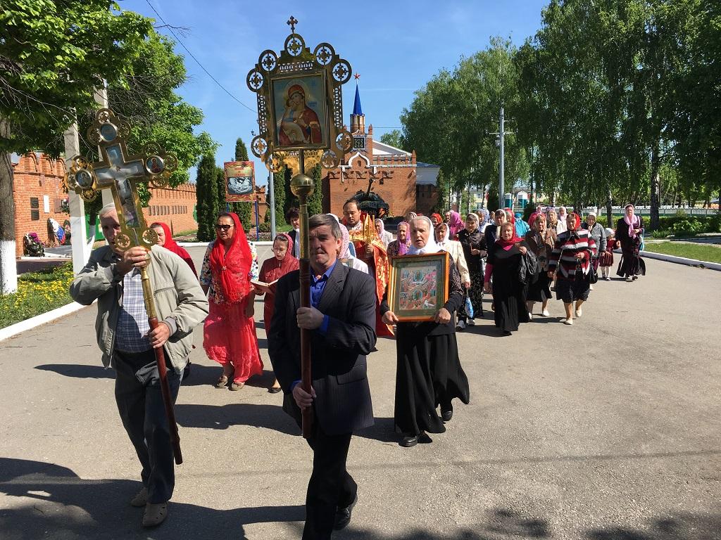В п. Лев Толстой состоялся крестный ход