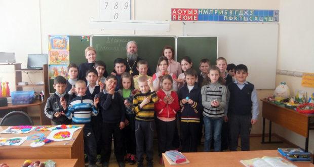 Священнослужитель посетил учащихся школы в д.Сухой Семенёк