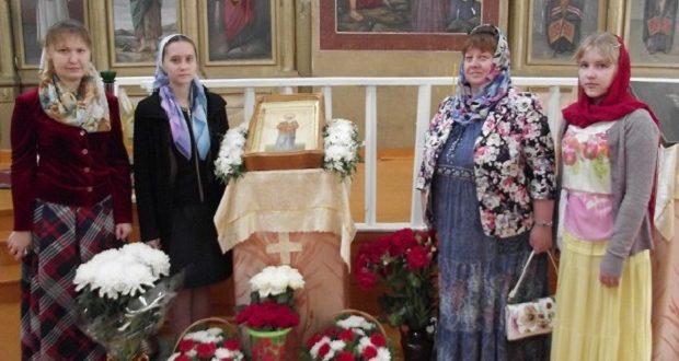 Прихожане Казанского собора Лебедяни подарили икону храму Архангела Михаила