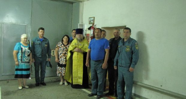 Священнослужитель посетил местное отделение МЧС