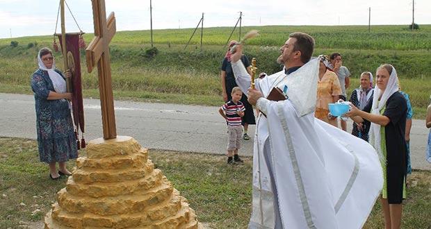 При въезде в село Берёзовка освящен поклонный крест