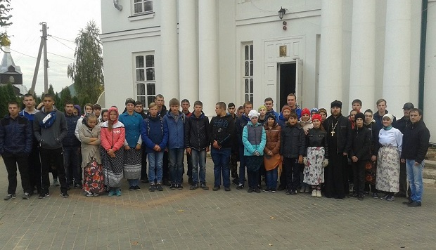 Совместная акция добровольцев Ельца в Знаменском монастыре