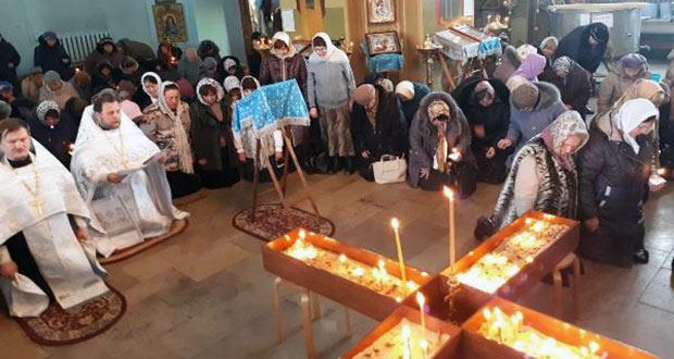 Покаянный молебен в Тихвинском соборе