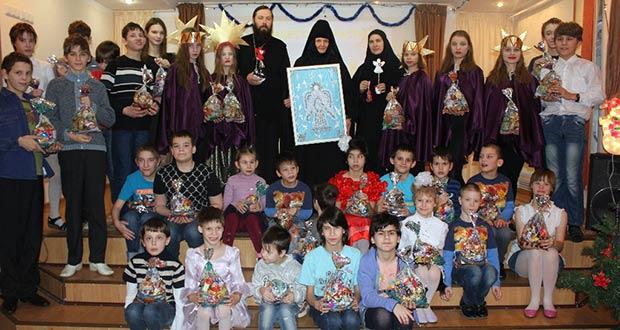 В воскресной школе Знаменского монастыря состоялся Рождественский утренник