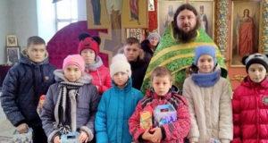 Воскресная школа с.Афанасьево собралась за богослужением и получила Рождественские подарки