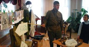 В елецкой православной гимназии состоялась выставка оружия
