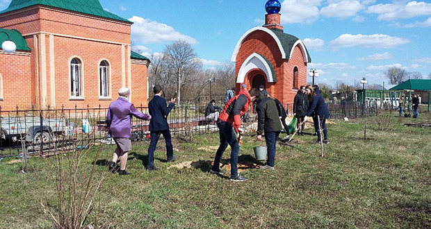 У Мемориала памяти прошел волонтерский субботник