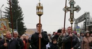 В День народного единства в п. Лев Толстой состоялся крестный ход