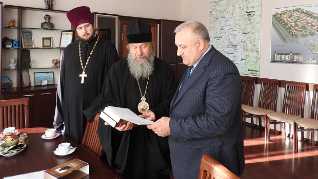 Встреча епископа Максима с главой Чаплыгинского района