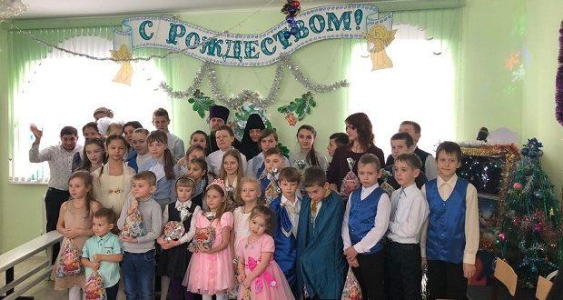 Воскресная школа Знаменского монастыря с визитом в интернат №5 провела Рождественский концерт