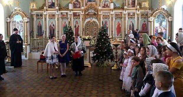 В Троицком храме п. Лев Толстой прошел Рождественский утренник