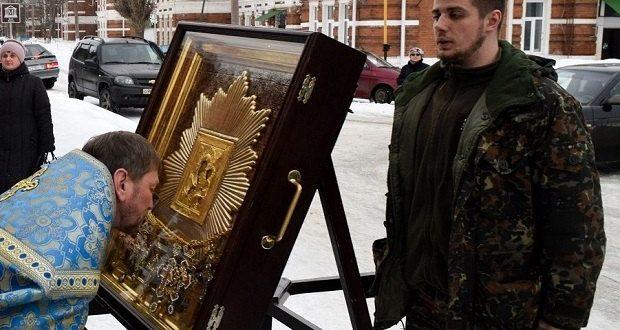Казачий крестный ход прибыл в Лев-Толстовское благочиние