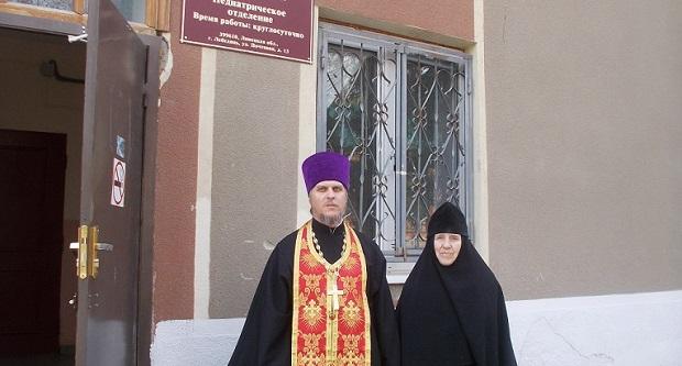 На праздник Пасхи Лебедянскую Центральную районную больницу посетил священник