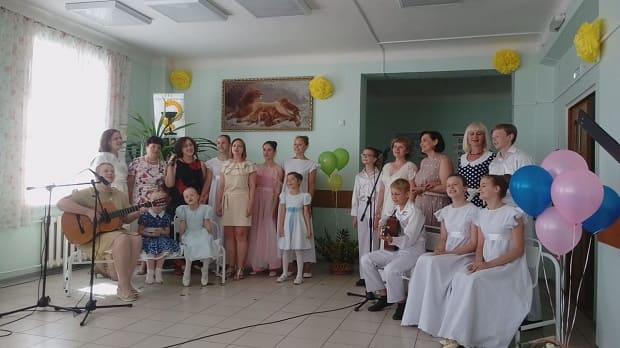 Воспитанники воскресной школы поздравили медработников с профессиональным праздником