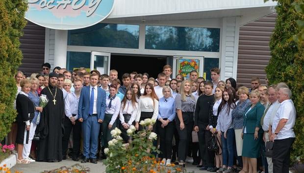 В День знаний клирики Елецкой епархии посетили торжественные линейки учебных заведений епархии