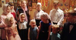 В храме села Долгоруково поздравили мам и бабушек с Днем матери
