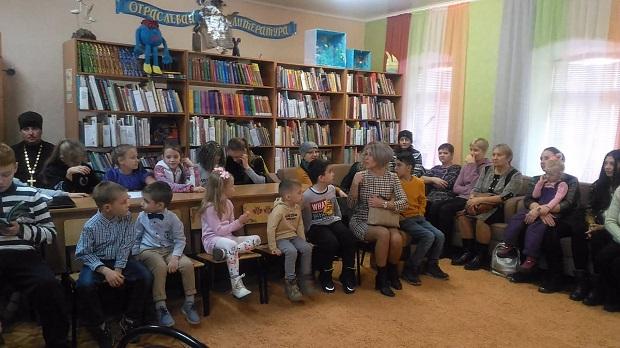 Воспитанники воскресной школы отметили День матери в городской детской библиотеке Данкова