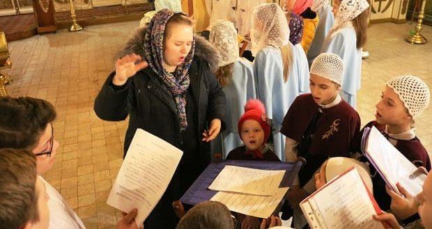 Божественная литургия в исполнении детских хоров