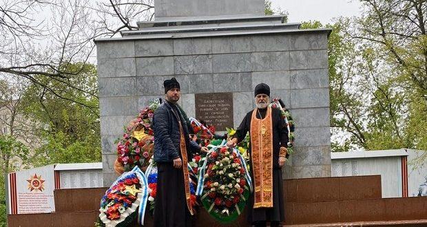 На Братской могиле Казанского кладбища города Ельца отслужена лития