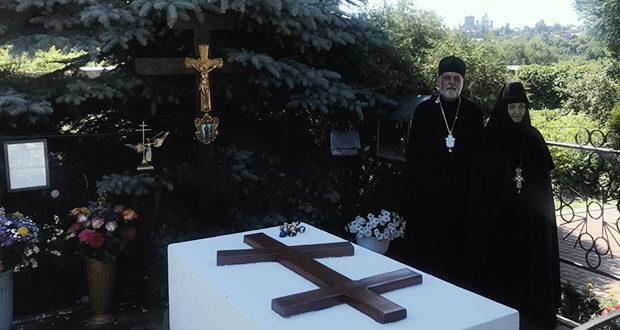 Панихида на могиле затворницы Мелании