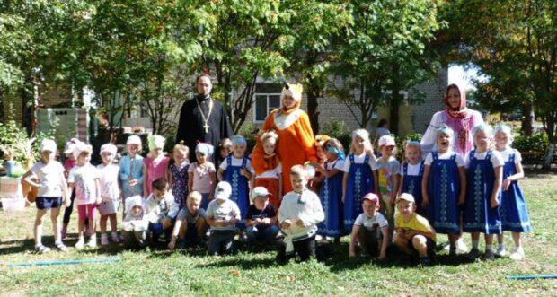 Священнослужителя Чаплыгинского благочиния пригласили на праздник в детский сад «Сказка»