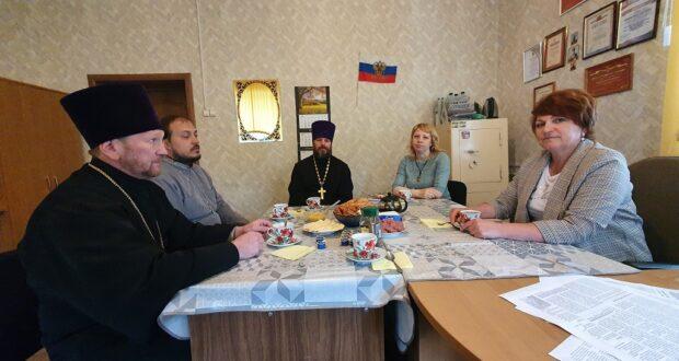 В п. Лев Толстой состоялся круглый стол духовенства и СМИ