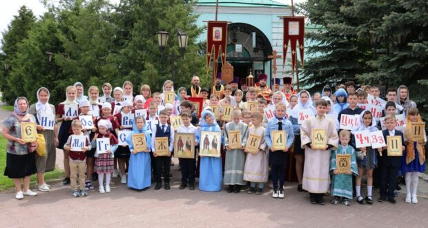 Крестный ход воскресных школ Чаплыгинского благочиния в день памяти святых равноапостольных Кирилла и Мефодия