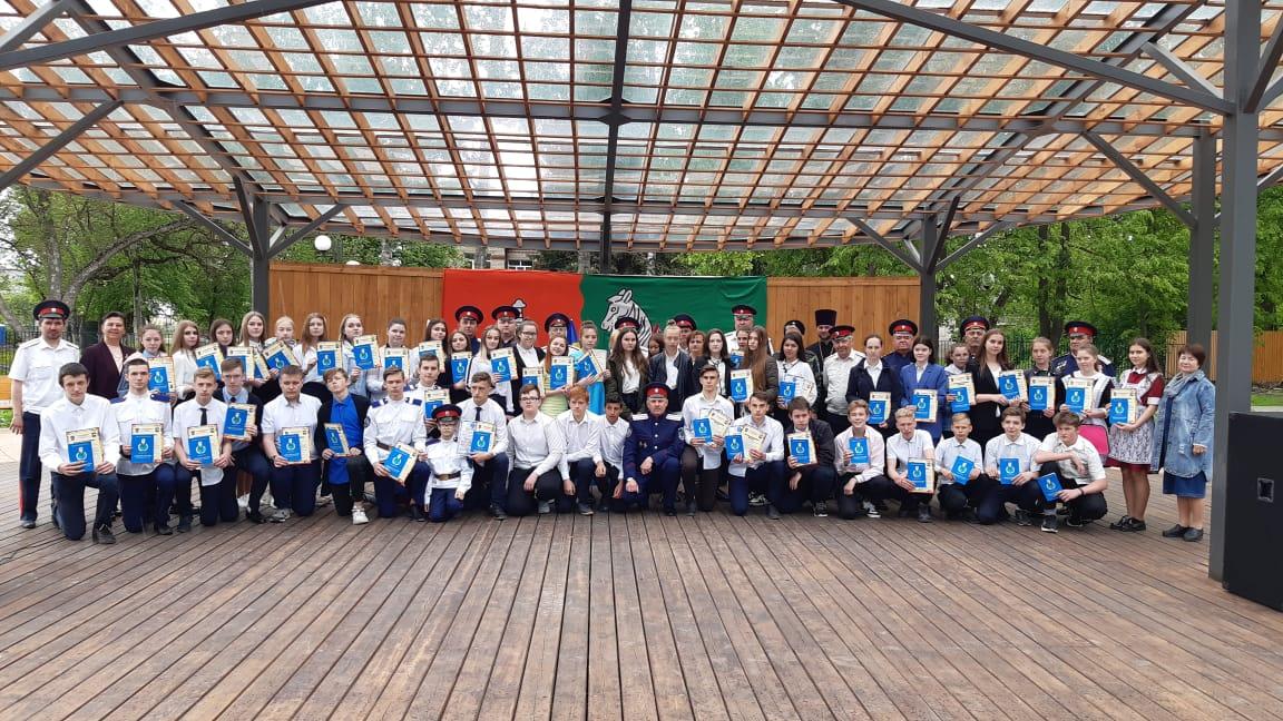 В парке Победы города Данкова девятиклассникам вручили свидетельства об окончании казачьих классов