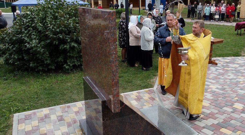 В п. Лев Толстой освятили памятник ветеранам ВОВ