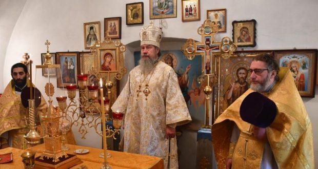 Епископ Максим совершил Литургию в храме преподобного Сергия Радонежского